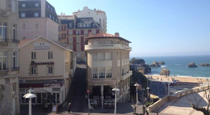 Le Petit Hôtel Biarritz Le Petit Hotel is located in the heart of Biarritz, on a pedestrian street, a 1-minute walk away from the main beach and 30 metres away from the casino. Free Wi-Fi is provided throughout the hotel.