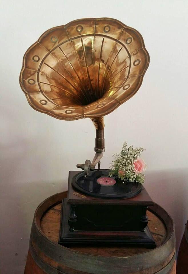 Rustic, vintage wedding. Roses, Baby's breath. Gramophone. Event planner   Wedding planner   Florist   Floral designer   Cape Town