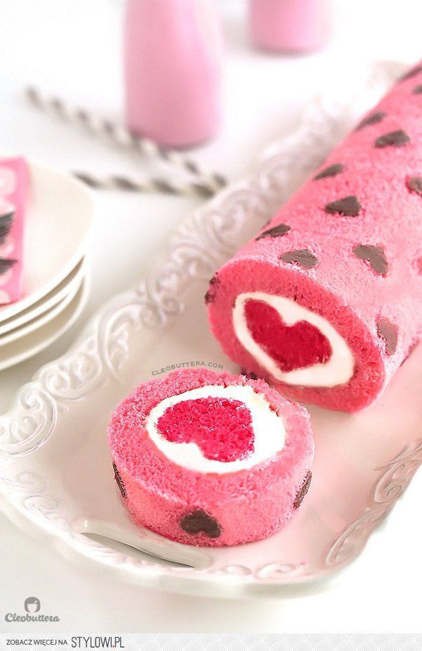 """""""Love is All Around"""" Cake Roll na Stylowi.pl"""
