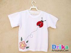 Camiseta com Flor e Joaninha em patch Aplique e molde