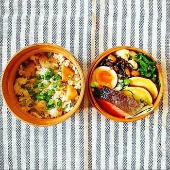 健康的なお弁当♫焼鮭、薩摩芋の甘煮、ひじきと大豆の生姜煮、わけぎのぬた、大根の皮と葉っぱの金平、煮卵に里芋と鶏そぼろの混ぜご飯。大事に食べたかったという、大根の皮と葉っぱの金平を、無駄なくおいしくお弁当に詰めて。