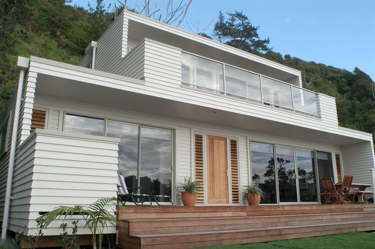 Crisp white weatherboard home by the sea | James Hardie Linea Weatherboard