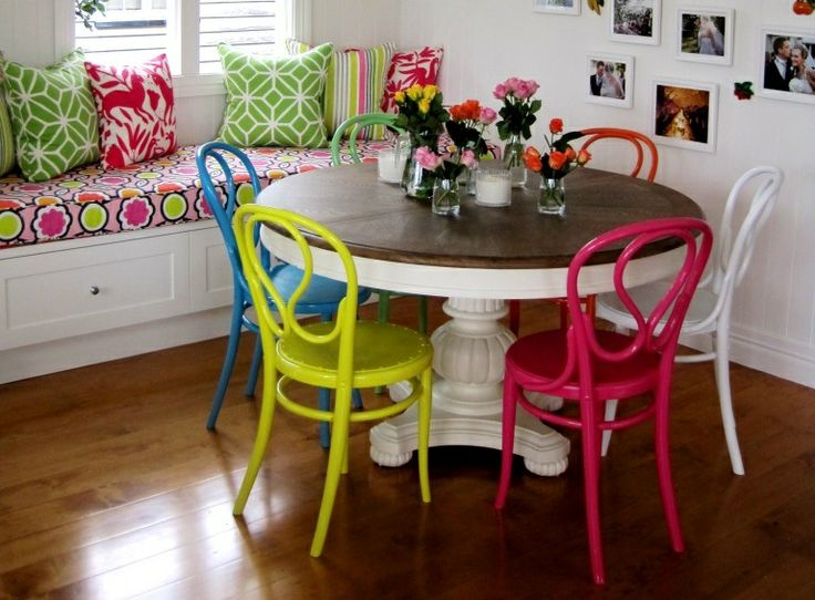 #dinning #room #black & #spiro #interior #design #colorful #chairs #comedores