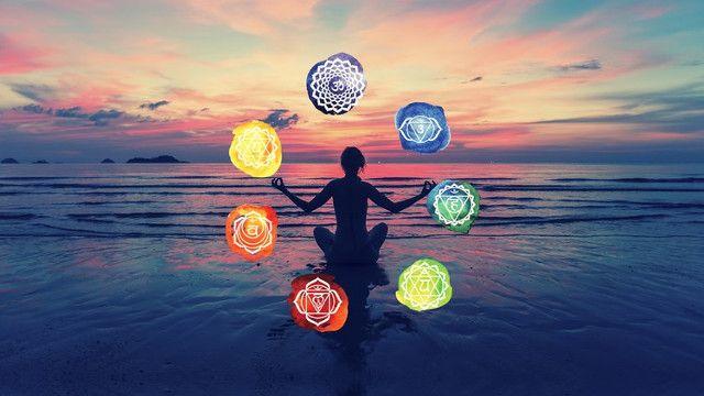 Ψάχνετε τρόπους να βελτιώσετε τη ζωή και την υγεία σας; Mάθετε τι είναι το αρχαίο ινδικό σύστημα των τσάκρα και πώς μπορεί να ενισχύσει την πνευματική, σωματική και νοητική σας ενέργεια. Πηγή ενεργειακής κίνησης, η λέξη τσάκρα στα σανσκριτικά σημαίνει τροχός. H έννοια των τσάκρα εμφανίζεται στο περίφημο σανσκριτικό κείμενο για τη γιόγκα «Siva Samhita». …