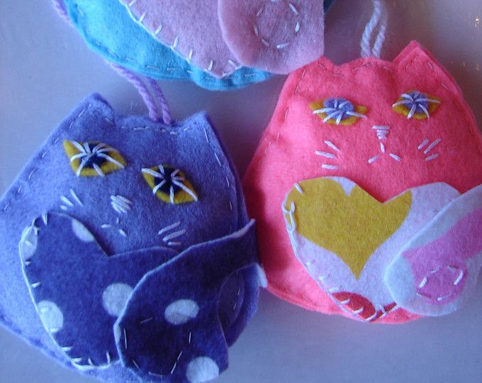 Gato Navidad decoración, ornamentos de gato con bolsillos loveheart, conjunto de 3 gatos de fieltro hecho a mano, encanto de casa rural, vacaciones, regalo australiano,