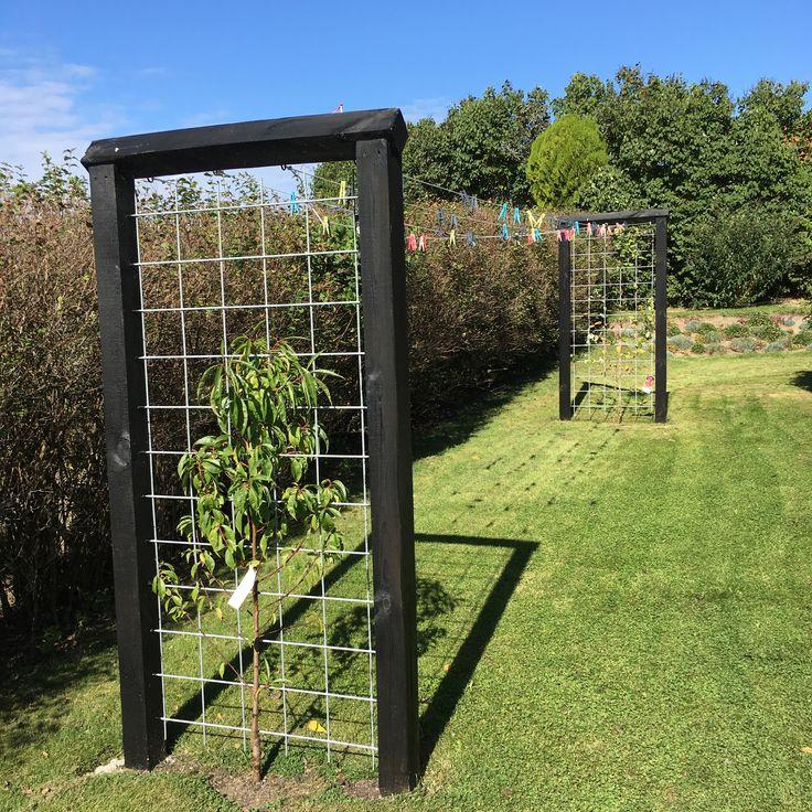 Min mand har været kreativ og lavet et virkeligt solidt og fint tørrestativ til haven.