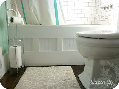 Bathtub Face Makeover - this is a great idea from Queen B and me's blog; we are always looking for some way to improve our teeny-tiny bathroom.