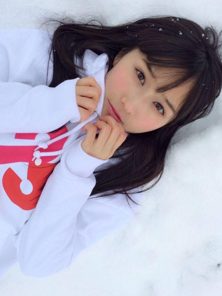 横たわる矢倉楓子