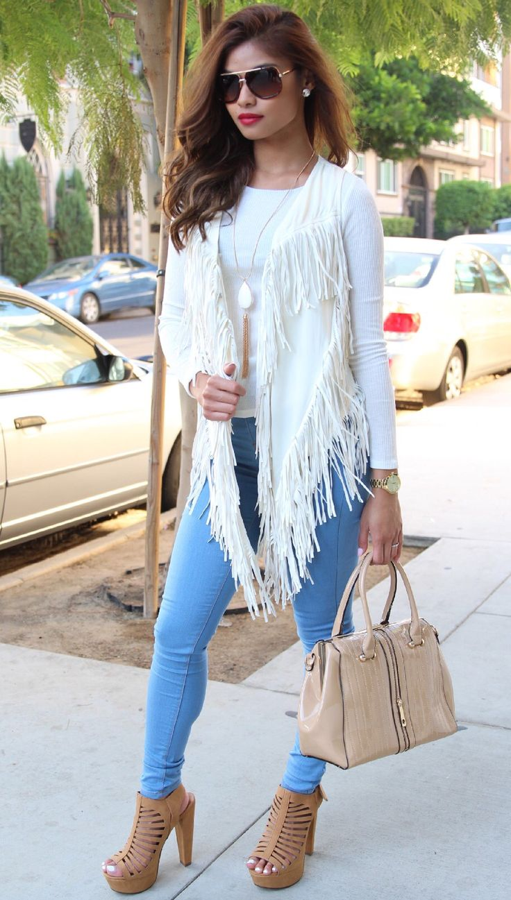 Fall causal look, very simple, this overall white jacket is giving me chic rockstar  #loveit