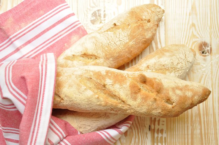 Scopri la ricetta del pane francese baguette Bimby! Un pane fragrante con mollica molto apprezzato in tavola tutti i giorni. A fette o ripiena, è buonissima