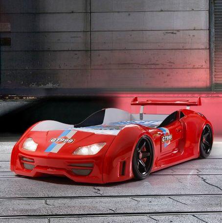 Geweldig #autobed in sterke hoogglanzend rode ABS-kunststof, compleet met achterspoiler. Met de afstandbediening schakel je de LED-koplampen in het #racebed aan en uit, en bedien je de motorgeluiden!