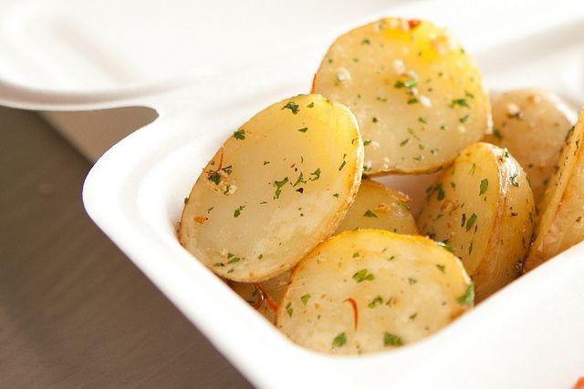 Deliciosa Botana de papas cambray con un toque de limón, mantequilla y chile.