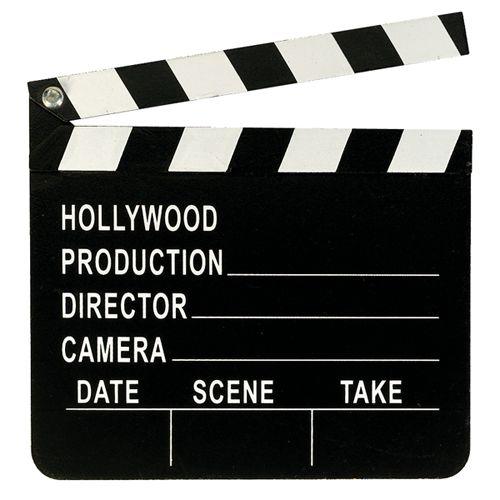 Una claqueta de madera, idónea para crear centros divertidos para tu fiesta cine - de www.fiestafacil.com, $3.65 / A wooden director's board, ideal for your Hollywood party decorations - from www.fiestafacil.com