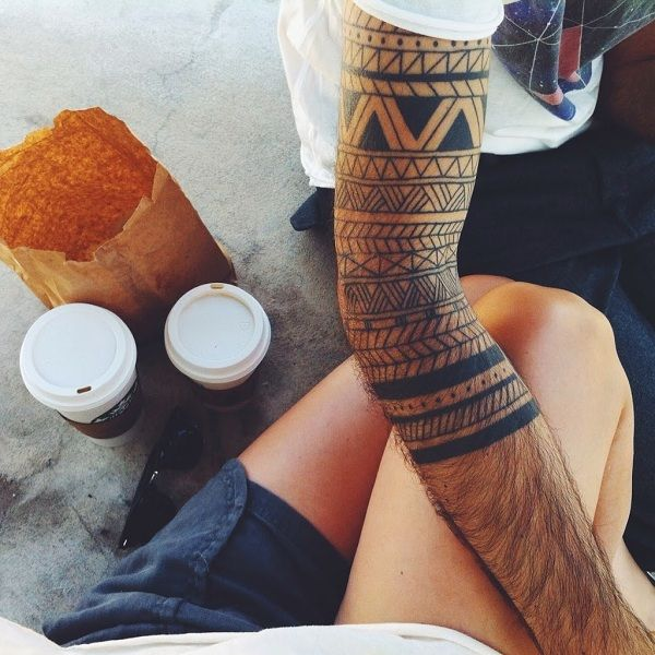 Samoan adapted sleeve tribal tattoo  The geometric patterns of Samoan tattoos are widely used in the masculine tattoos for men.