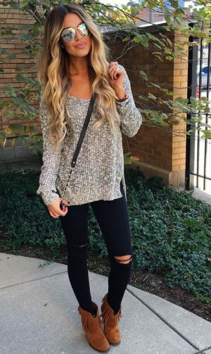 An over sized sweater, black skinnies and fringe booties make for a perfect fall outfit!