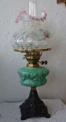 ANTIQUE ENGLISH VICTORIAN OIL LAMP WITH VINTAGE AMERICAN FENTON SHADE