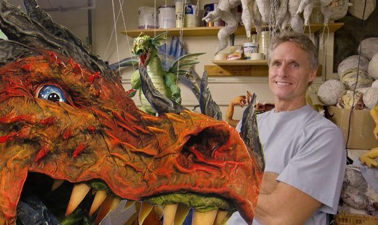 Dan Reeder est un artiste vraiment particulier. Il vit à Seattle, aux États-Unis, en compagnie de drôles de créatures fantastiques. Pour beaucoup, le papier mâché est synonyme d'amateurisme ou de bricolage pour enfants. Cet homme va vous démontrer le contraire ! https://www.youtube.com/watch?v=_37uwY2njss Durant près de 40 ans, Dan se bat pour faire admettre le papier mâché dans le domaine des Arts. Et en effet, à la vue de ses réalisations d'une complexité remarquable, on est tenté de…