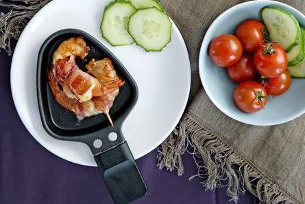 Gourmetten. Hier recept met garnaal, spek en kaas :)
