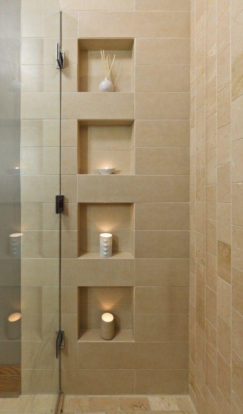 J'aime les niches de rangement integrees, et les couleurs de pierre naturelle