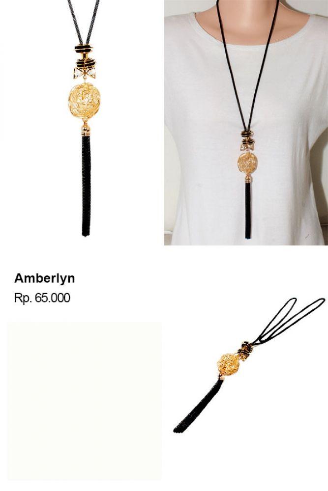 Shvana Kalung  Amberlyn - Model : Choker dengan liontin berbentuk hati Bahan : Tali dari bahan velvet, rantai, dan liontinPanjang Kalung 44 x 48 CmLebar Kalung 7 Cm  #grosirmurah #grosirkalungzara #kalungpendek #kalungzaramurah #kalungmurahbanget