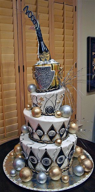 by Rosebud Cakes.  (I would LOVE to ring in the New Year with this cake!...ya...I'd kiss it at midnight, too! hhahahaa! ~Bev)