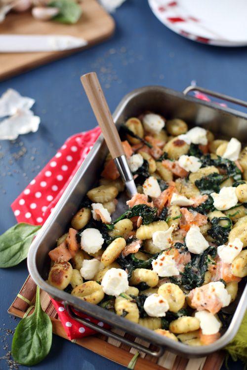 Encore une recette avec des épinards (désolée si vous n'aimez pas ça !). Cette fois-ci, je les ai mariésavec desgnocchis, de la ricotta et du saumon fumé