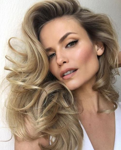 Le brushing volumineux de Natasha Poly