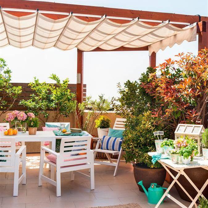 Terraza con p rgola comedor exterior en blanco alfombra - Alfombras para terrazas ...
