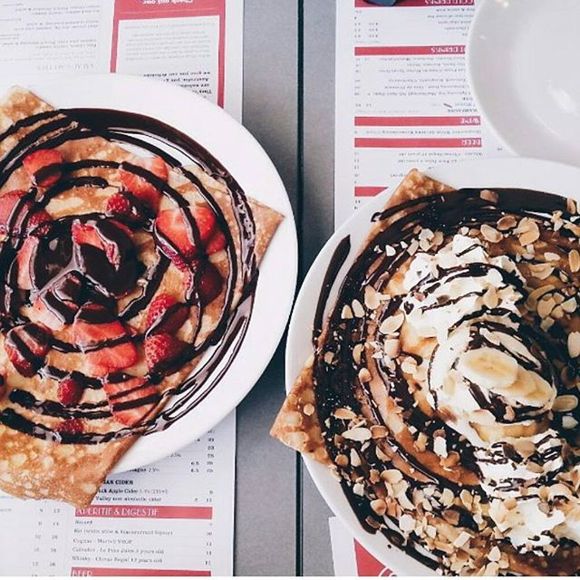 Decisions, decisions. Right, or left? // Photo by @changdeliers