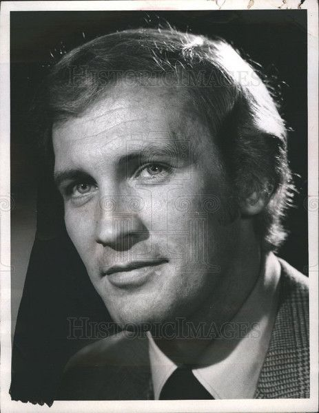 Caption: Roy Thinnes. Additional Information: Born in Chicago, Illinois, educated at Los Angeles City College, Thinnes is best known for his portrayal of lonely