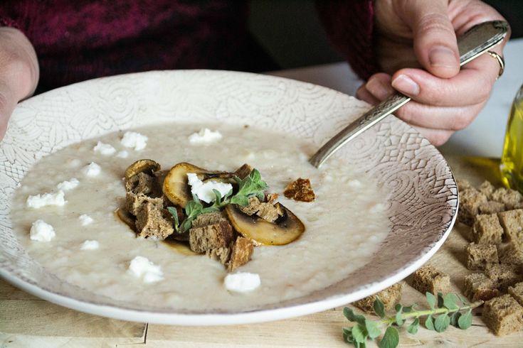 Η πιο ιδανική εποχή για μια ζεστή, υπέροχη σούπα ξεκίνησε. Γλυκός ή ξυνός ο τραχανάς σούπα έχει άπειρες εκδοχές, υλικά και παντρέματα!