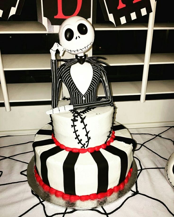 The 25+ best Gothic birthday cakes ideas on Pinterest ...