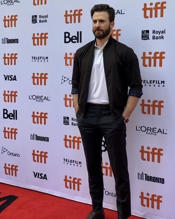 """Chris Evans attends the """"Knives Out"""" premiere during the ..."""
