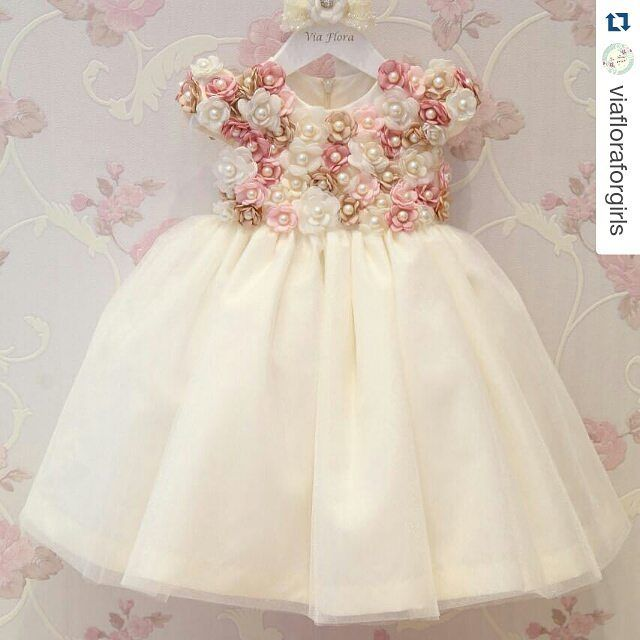 """934 Likes, 32 Comments - Inspire sua Festa ® (@inspiresuafesta) on Instagram: """"Belíssimo    By @viafloraforgirls Porque um vestido lindo é um vestido lindo!! Chegou reposição…"""""""