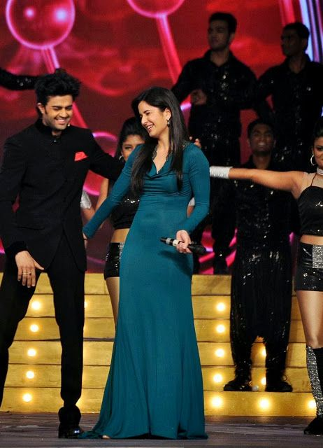 Bollywood, Tollywood & Más: Katrina Kaif dancing with Manish Paul at UMANG 2014