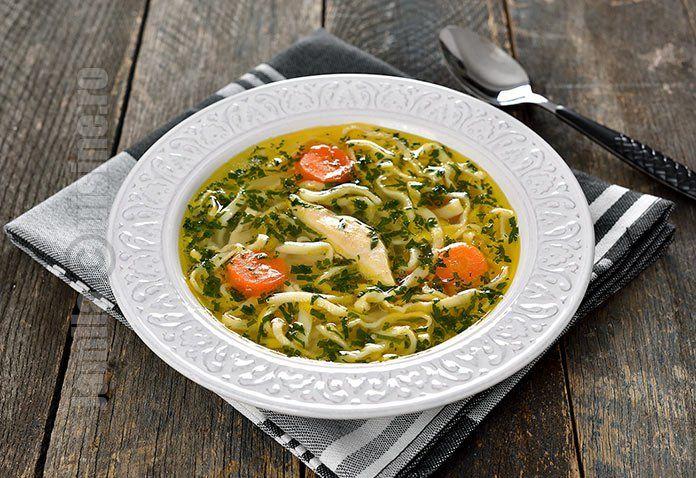 Supa de pui cu taietei de casa – reteta video via @JamilaCuisine