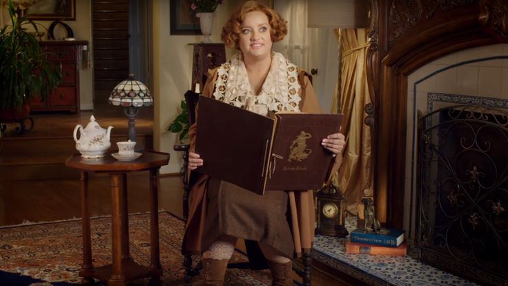 Sure, Diana Prince is great and all, but we know the real star of the Wonder Woman movie was Etta Candy, Diana's woman-at-arms and her posh guide to London customs and fashion. In a new clip promoting the upcoming Blu-Ray release of the film, Etta (Lucy Davis) gives her own perspective on things.