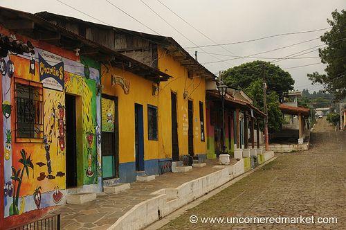 Kleurrijke huizen - Ataco, El Salvador