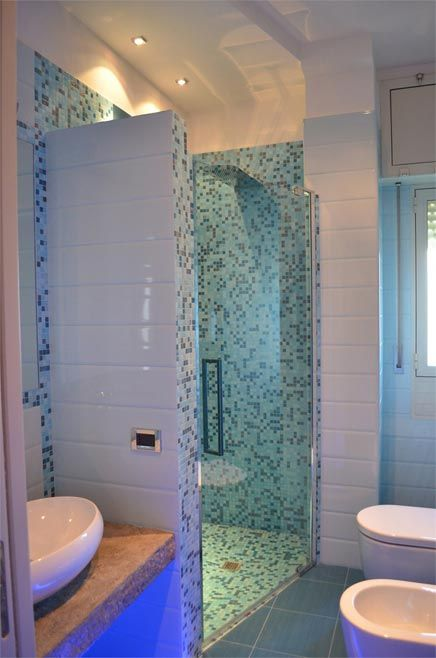 Kleine blauwe badkamer
