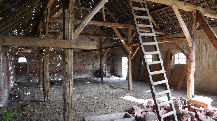 Esta conversão de um antigo celeiro de fazenda em um loft co…