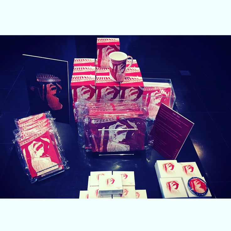 #red #redpassion #acropolismuseum #collection #museumshop #stationary #mugs #microfibercloth #glassescloth #mirror #pocketmirror #porcelain #porcelainmug #stationarylove #stationaryaddict #museum #greekmuseums #museumgiftshop #gifts #museumlife #prepack #prepackart #homewares #windowdisplay #memorabilia #museumsoftheworld #instamuseum #athens #greece #madeingreece