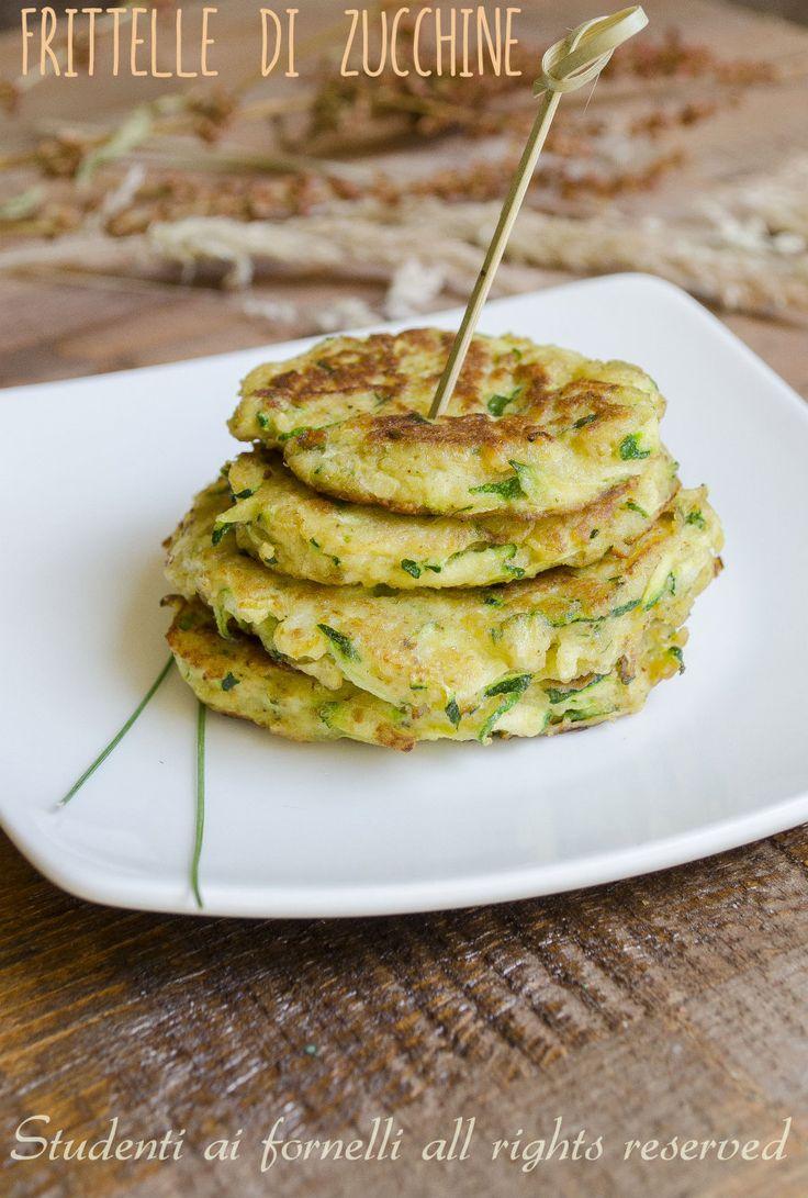 frittelle di zucchine in padella ricetta facile senza farina. Usare pangrattato senza glutine!