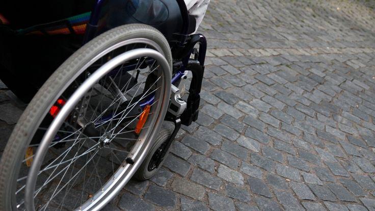Teilhabegesetz bei stern.tv #nichtmeinGesetz _https://www.change.org/p/recht-auf-sparen-und-f%C3%BCr-ein-gutes-teilhabegesetz-jetzt-sch%C3%A4uble-und-nahles_Umstrittenes Teilhabegesetz Warum sich Behinderte durch eine Einkommensgrenze benachteiligt fühlen_ http://www.stern.de/tv/bundesteilhabegesetz--wegen-der-eingliederungshilfen-duerfen-behinderte-weder-gut-verdienen--noch-sparen-6832532.html
