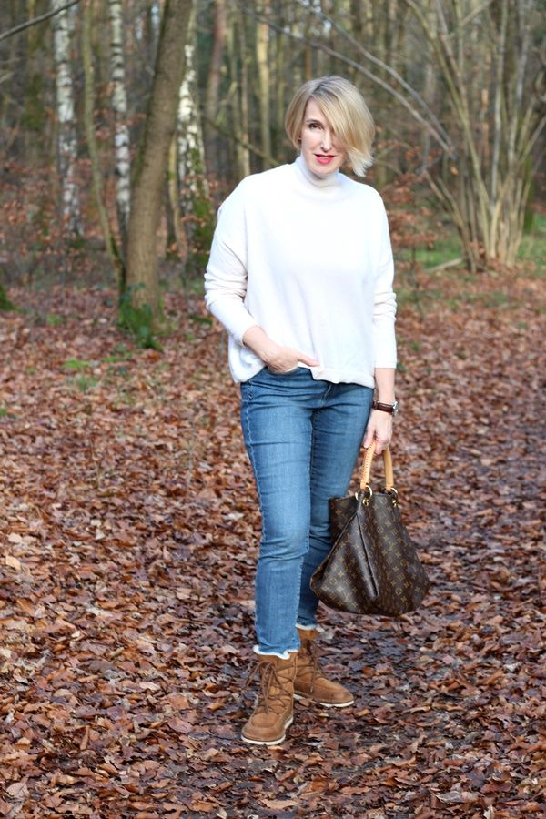 A fashion bog for women over 40 and mature women Sweater: Dorothee Schumacher Pants: NYDJ Boots:Ugg Australia Bag: Louius Vuitton