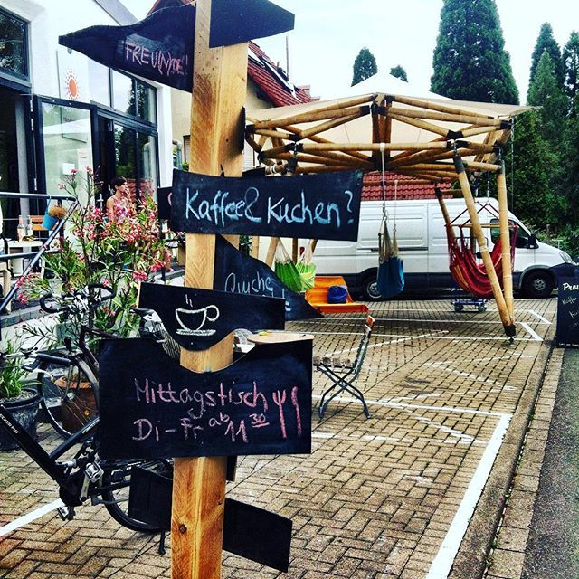 New vegan coffee place in Freiburg! Cafe Pausenraum. Nice vegan cakes, coffee and lunch options.    Entdeckt von www.vegaliferocks.de✨ I Fleischlos glücklich, fit & Gesund✨ I Follow me for more inspiration  @ vegaliferocks