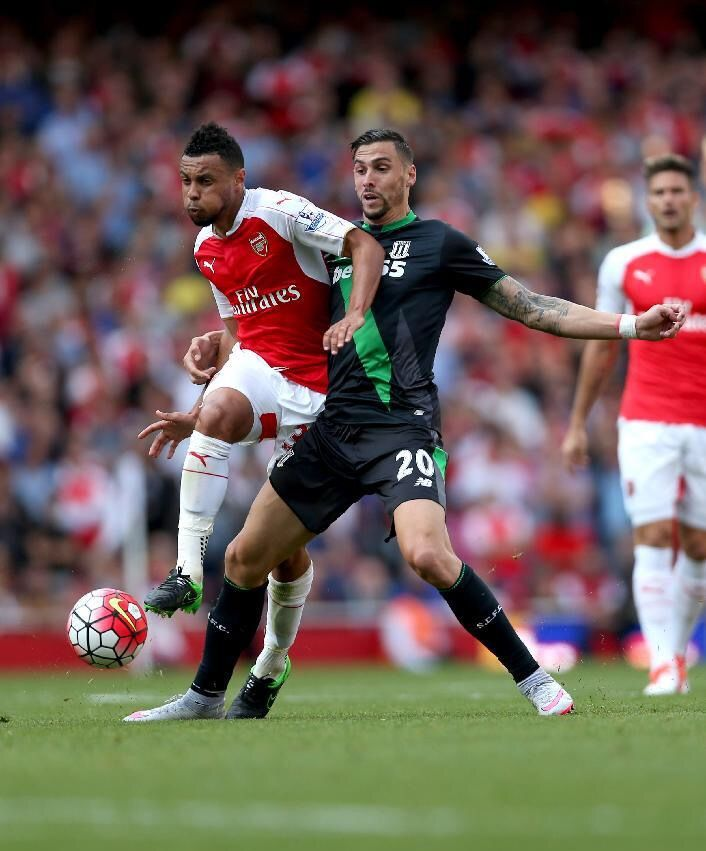 Arsenal 2 Stoke City 0 in Sept 2015 at the Emirates Stadium. Geoff Cameron fouls Francis Coquelin #Prem