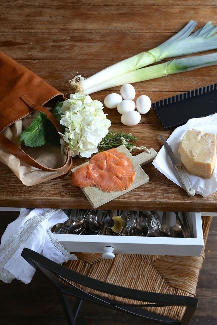 Krucha tarta zapiekana w sosie serowym z łososiem i porem