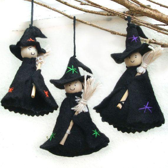 Adornos de Halloween lindo bruja con un escoba pequeña, decoraciones de Halloween bruja colgante, conjunto de tres