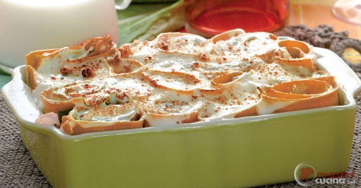 Scopri la ricetta: rose rosse ai 3 formaggi. Ingredienti: Farina 00, Uova intere, Concentrato di pomodoro, Latte intero, Farina 00, Burro, Fontina, Gorgonzola, Asiago, Burro, Sale e pepe.