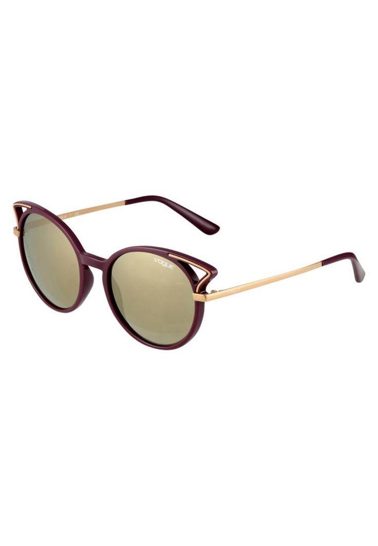 VOGUE Eyewear. Sonnenbrille - violet. #sunglasses #sonnenbrillen #fashion #zalandoDE Breite:14 cm bei Größe 52. Bügellänge:13.4 cm bei Größe 52. Stegbreite:1.4 cm bei Größe 52. UV-Schutz:ja. Brillenetui:Hartschale. Optik:beschichtete Gläser